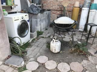 Washer/dryer and barbecue
