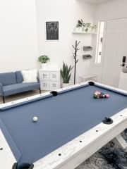pool room / lounge area