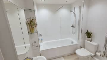 Family bathroom. There's a shower in the en suite too