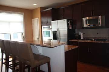 Kitchen - Breakfast Bar and Stainless appliances
