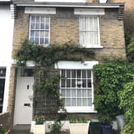 Two-bedroom cottage by the Thames, London