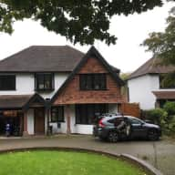 5 bed house in Epsom, Surrey with 2 doggies