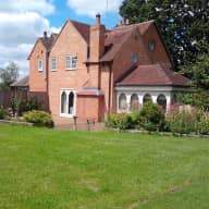 House and cat sitter in rural Warwickshire