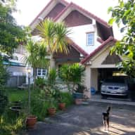 Family friendly - 1 cat, 1 dog in 3 Bedroom house - 10 minutes from the city