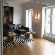 Light, spacious apartment with easy access to public transport