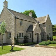 Stunning Cotswold House with two dozy bulldogs