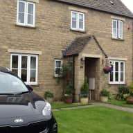 House / Dog sitter needed in the Cotswolds