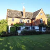 Country house sitting in rural Surrey for a week stay looking after 3 cats