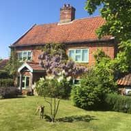 Comfortable Old Farmhouse 11 Miles from Norwich & Half Hour from North Norfolk Coast + 1 Dog and Hens