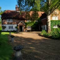 A beautiful 16th century old farm house set in 90 acres of Hampshire countryside close to Winchester (a dog, a cat and chickens at home too)