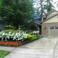 Lovely garden home in Vancouver, WA (close to Portland,OR) and two friendly cats welcome you!