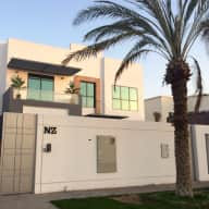 Gorgeous Dog & House in Dubai needs a sitter to work from home ...