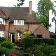 Large family home in leafy suburb in Moseley, Birmingham with cats and dogs