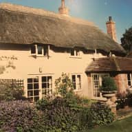 Gorgeous thatched house on the North Wiltshire Downs