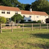New Forest farmhouse in lovely grounds just 2miles from Ringwood