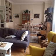 Loving sitter for my cockerpoo in central Paris apartment