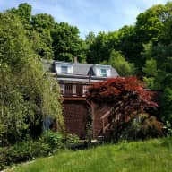 The perfect house for the nature lovers. 40 Minutes from Boston. Cat and Dog looking for pet and house sitting.