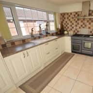 Bungalow in Cheshire Village, Close to Chester & Liverpool