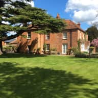 Gracious Listed Farmhouse by the River Thames