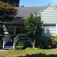 Close in SE PDX home needs Dog/Cat/Housesitter