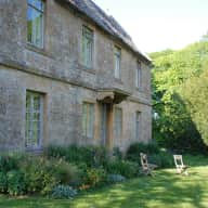House and dog sitter required for a large house in the Cotswolds.