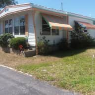 House, three cats and a garden, lovely mobile home on Tampa Bay with great pool.