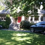 Well appointed home in South Oak Bay with 2 golden retrievers looking for a trusted housesitter to care for our home and dogs.