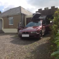 Quiet country cottage in private lane, train station to Plymouth, and local bus service 400metres away,however no noise for us. Many off road bridleways and walking paths for dog walking.