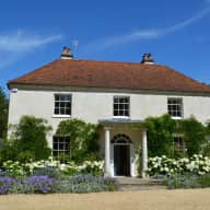 Loving, caring and responsible house sitter required