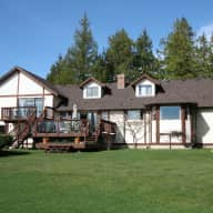 A month near beautiful Victoria, British Columbia with 2 great dogs!