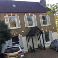 Housesitter for Wimbledon Village House with 2 Dogs