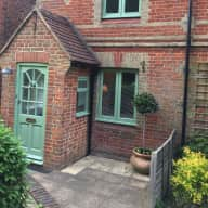 House sitter in Haslemere, Surrey