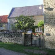 Former farmhouse with 2 friendly dogs in rural Northamptonshire