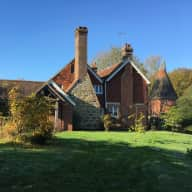 Tapsells Tudor Farmhouse with 2 cats