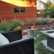 Relax in a spacious Silicon Valley garden oasis with a mellow dog, near hiking, restaurants, shopping
