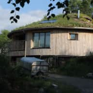 Highland eco-house with 2 dogs & a cat