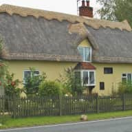 Delightful Thatched Country Cottage... with Pets