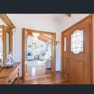 Honeymoon house/pet sitter needed