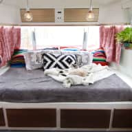 Glamping Airstream with kitties near downtown Austin