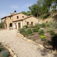Christmas and New Year house and petsitters required for Umbria Italy