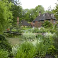 16th century house in tranquil 2 acre garden with Charlie, the cat.