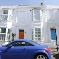 House in Kemp Town, Brighton, with 2 cats