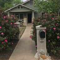 House sit for 2 dogs in the Beautiful Texas Hill Country!