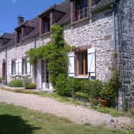 Countryhouse (110 km from Paris) + 3 cats to keep