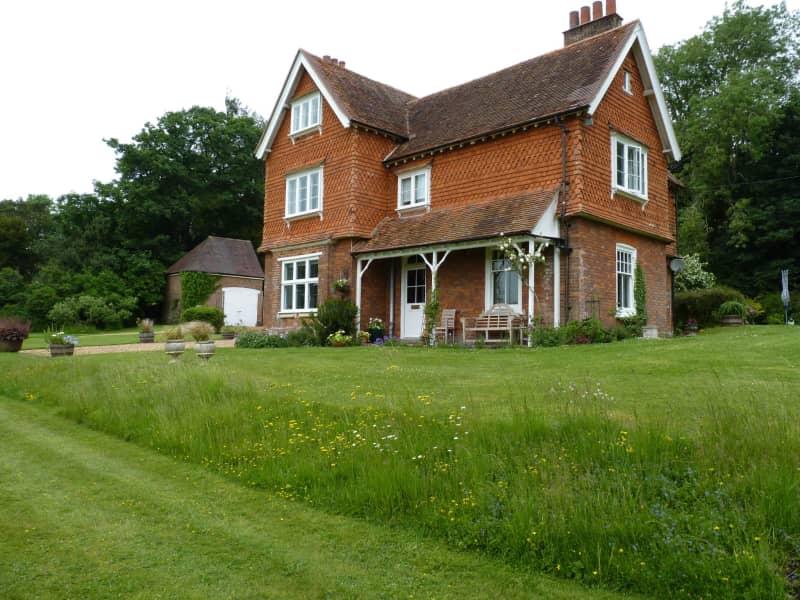 Housesitting assignment in Linkenholt, United Kingdom