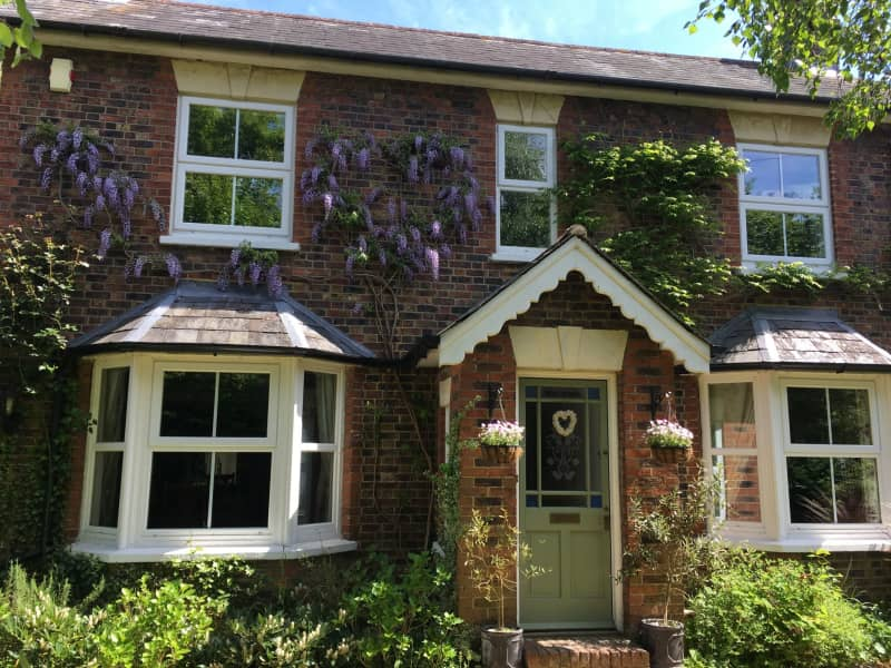 Housesitting assignment in Lingfield, United Kingdom