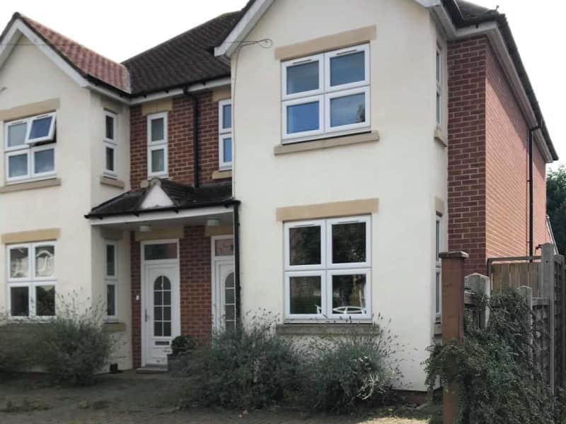 Housesitting assignment in Woking, United Kingdom