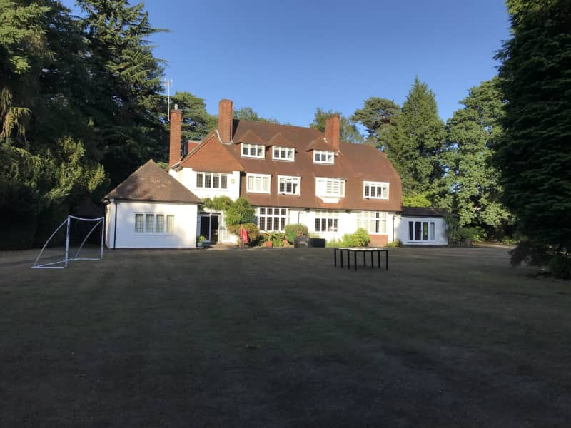 Housesitting assignment in Weybridge, United Kingdom