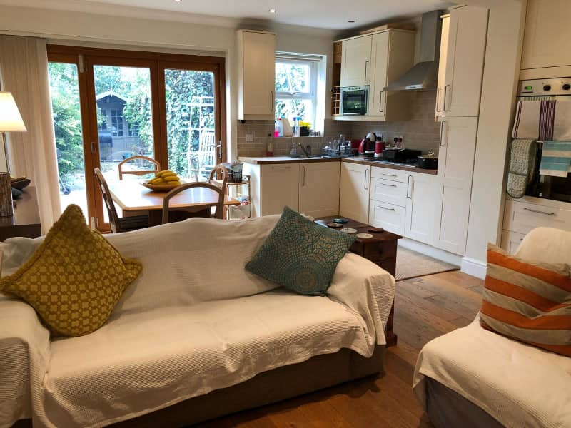 Housesitting assignment in Raynes Park, United Kingdom