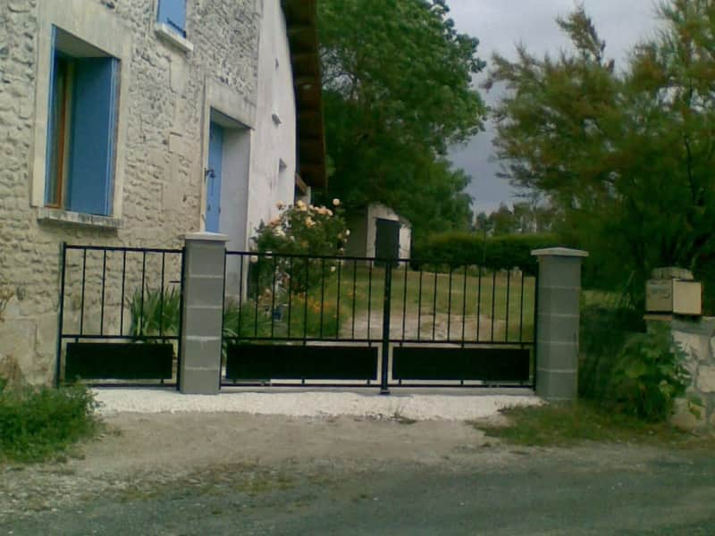 Housesitting assignment in Saint-Dizant-du-Gua, France